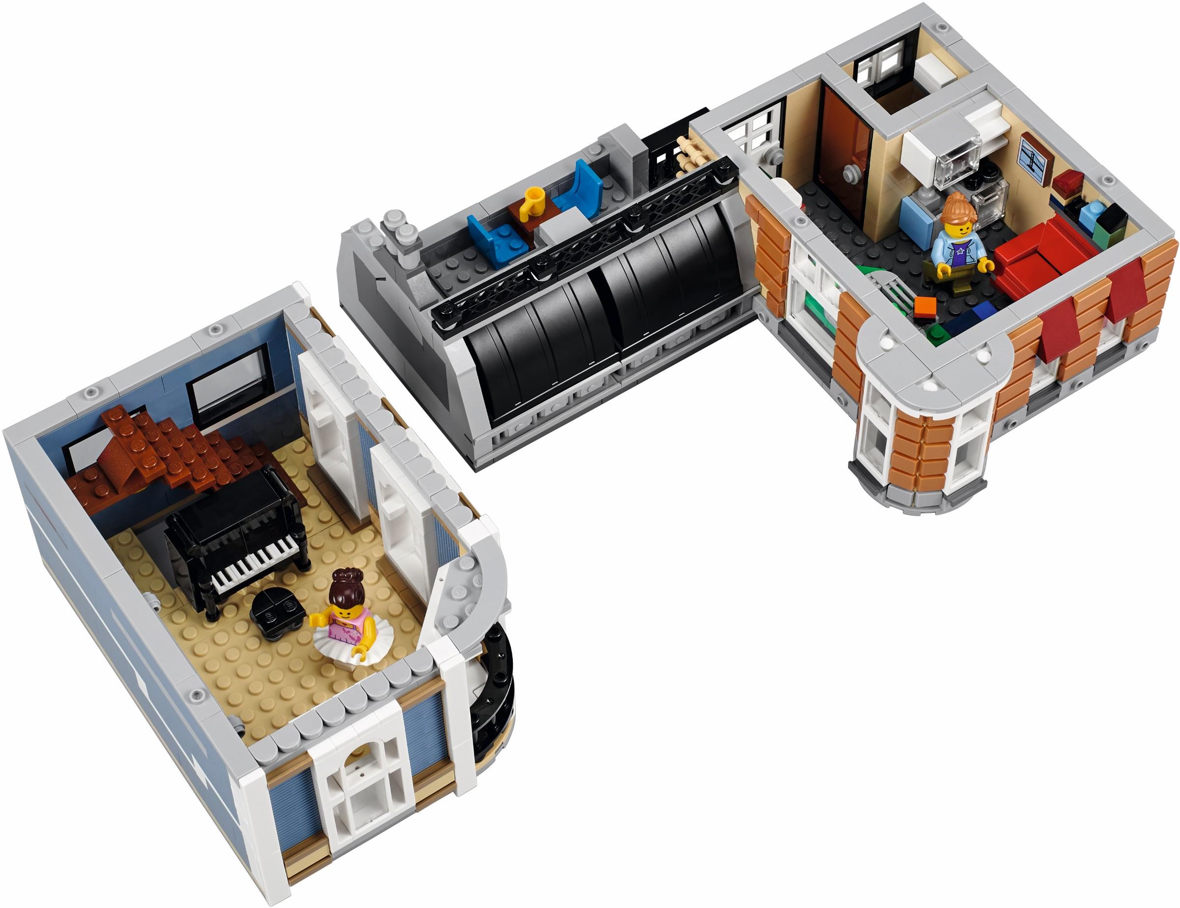http://images.brickset.com/sets/AdditionalImages/10255-1/10255_Back_03.jpg
