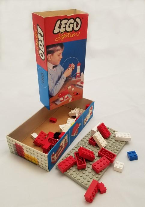 Lego 010 Basic Building Set in Cardboard image