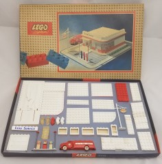 Lego 310 ESSO Filling Station